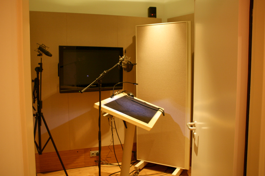 voice over for douglas at studio funk berlin mitte jill holwerda voice talent and actress. Black Bedroom Furniture Sets. Home Design Ideas